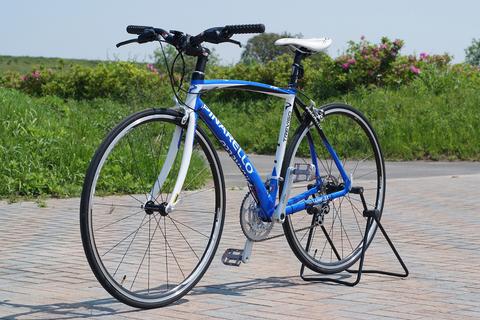 自転車の 自転車 会社 イタリア : 湾曲した フレーム は本格的な ...